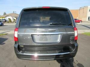 2011 Chrysler Town and Country Cambridge Kitchener Area image 6
