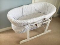 Kinder Valley White Dimple White Wicker Moses Basket & Classic Rocking Stand