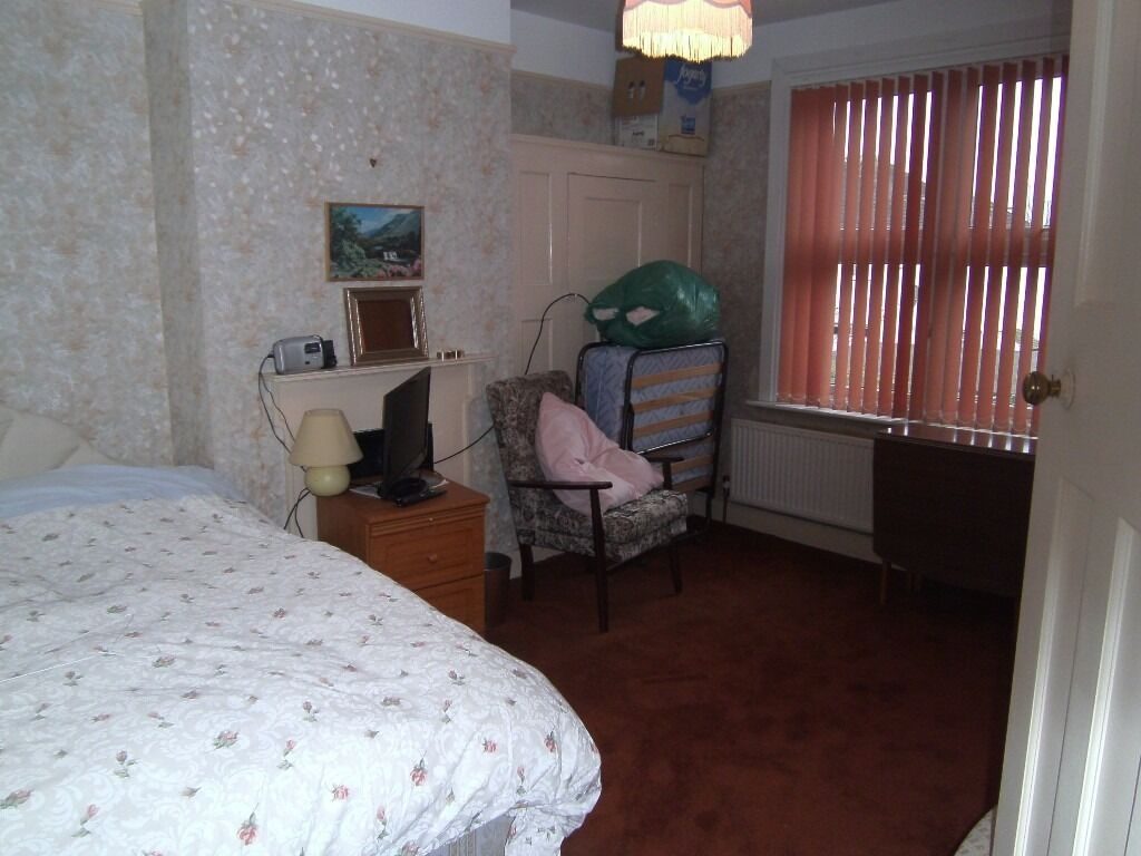 LadysHouse1stFloor DoubleRoom ShareSittingRm Kitchen BathShower3WC IncludesBills Garden VeryNearTube