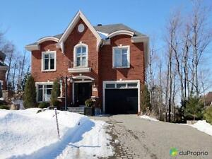 600 000$ - Maison 2 étages à vendre à Mont-St-Hilaire