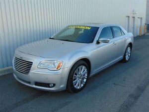 2012 Chrysler 300C Luxury Series ** AWD ** V8 5.7L HEMI ** WOW *