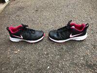 NIKE WOMENS TRAINERS SHOES SIZE 8 GREAT CONDITION