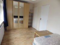 Profesional house share, extra large room Near 02 London