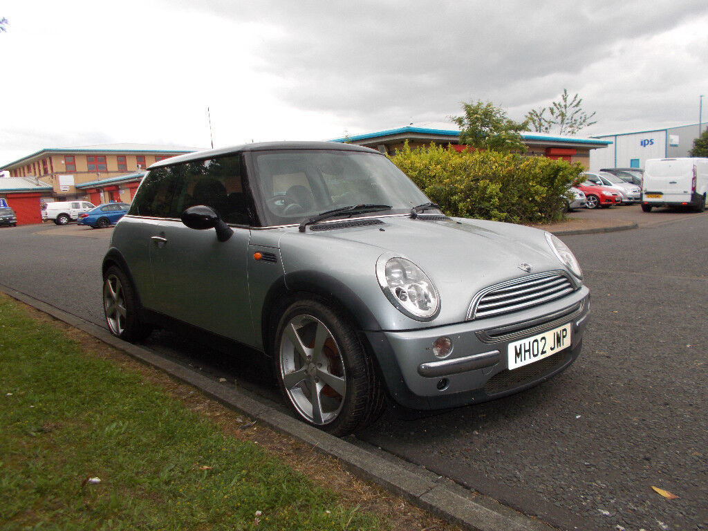 MINI COOPER 1 6 HATCHBACK SILVER 2002 SPARES OR REPAIR *DOES NOT START*  BARGAIN ONLY £325 *LOOK* | in Sunderland, Tyne and Wear | Gumtree