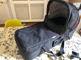 Phil & Teds Dot/Sport Snug Carrycot, Black. With raincover