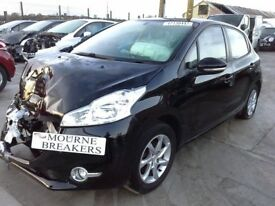 **For breaking** 2014 Peugeot 208 1.2 petrol (5 speed).