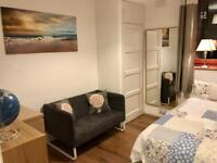 Stylish Double Room With LCD TV & Smart Box In Dalston