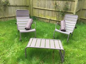 BRAND NEW ! 2 ROCKING CHAIRS WITH COFFEE TABLE + 2 ASSORTED CUSHIONS