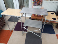 Collapsable camping table