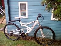 LIKE NEW. MUDDYFOX DUAL SUSPENSION BIKE + MUDGUARDS, LIGHTS & LOCK/2 KEYS **FREE DELIVERY HULL**