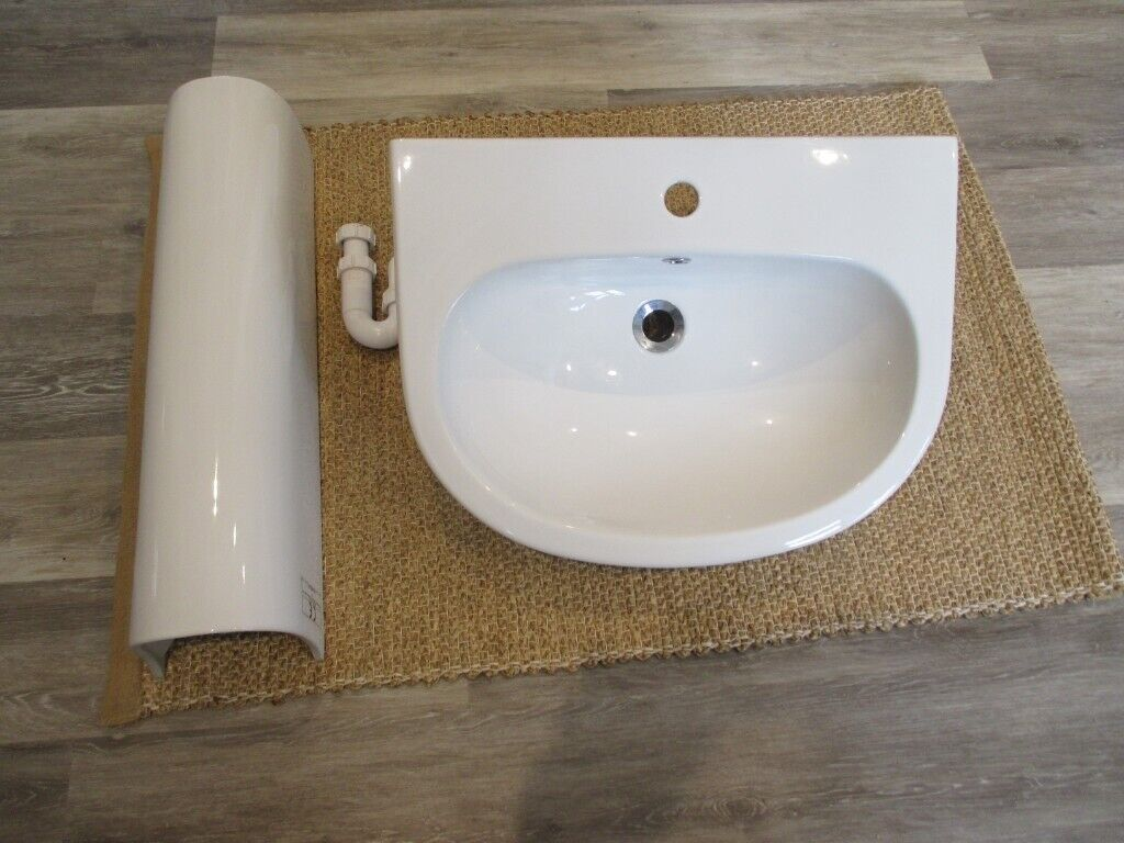 Wondrous Wickes Fresno Bathroom Basin And Pedestal Including Waste In Goring By Sea West Sussex Gumtree Download Free Architecture Designs Scobabritishbridgeorg