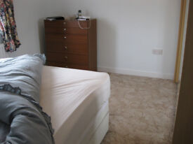 DOUBLE ROOM TO RENT -VERY LARGE FULLY FURNISHED inc JOHN LEWIS MATTRESS - WARBOYS
