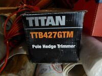 Titan Ttb427gtm 400w Extendable Pole Electric Hedge Trimmer 230v in excellent condition