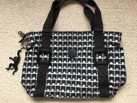 Kipling handbag . Attractive design and in very good condition.