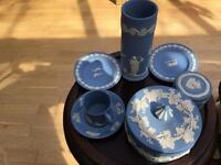 6 pieces of Wedgewood.
