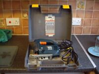 BLACK AND DECKER VARIABLE SPEED ELECTRONIC JIGSAW .