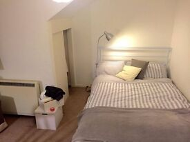 Spacious double room STUDENTS ONLY