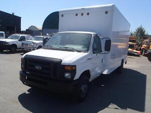 2010 Ford Econoline E450 Cube Van Diesel with Tommy Lift Gate
