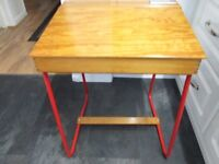 Triang desk