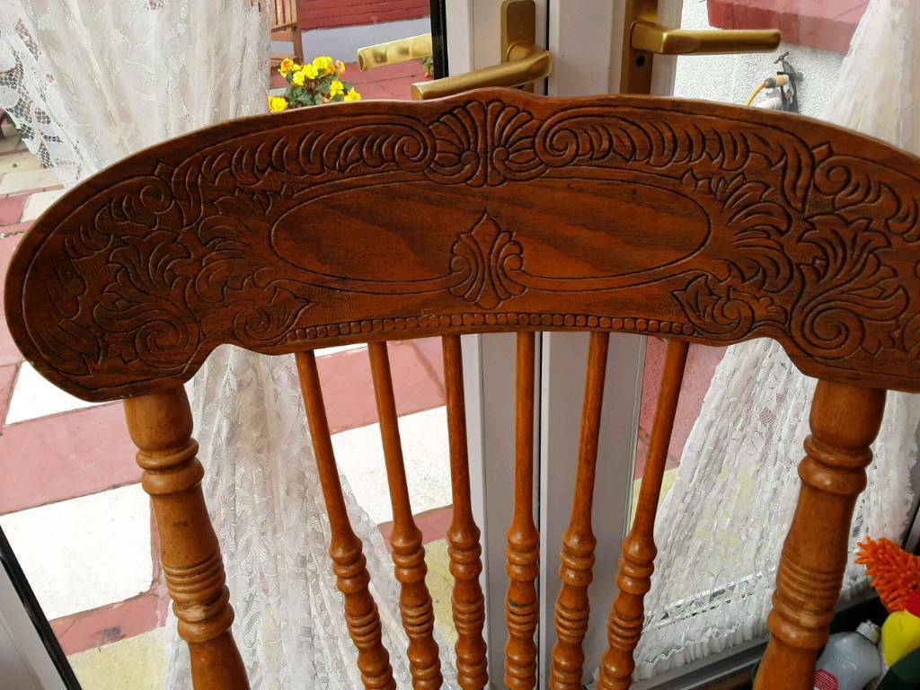 4 ft Circular dining table extends to 6ft, Beautiful piece of furniture,,4 chairs and two carvers
