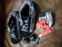 Heelys Wheely shoes size 7... unused immaculate