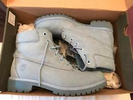 Timberland baby blue size 6 slim boots