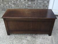 Old oak coffer / Ideal for storage of Linnen / Blankets / Toys
