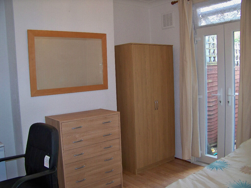 Lovely Single Room for Single Professional All Bills & Council Tax included LEWISHAM SE13 ZONE 2