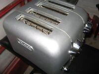 Delonghi Retro 4 Slice Toaster