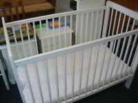 WHITE COT WITH DROP-SIDE