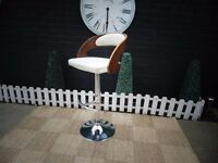 SINGLE BAR STOOL WITH WOOD AND LEATHER SEAT IN GOOD CONDITION 48/44/60 cm ; 48/44/82 cm £20