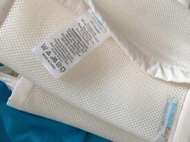 Brathable mesh crib liner / cot bumper cream
