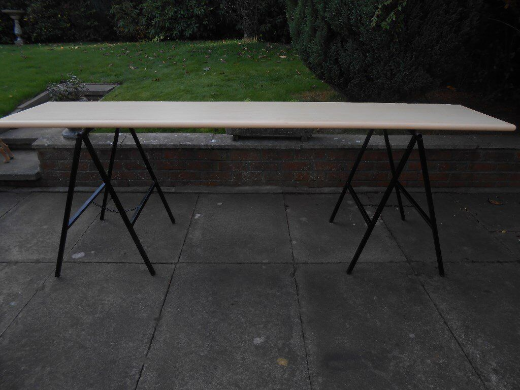 TRESTLE TABLE.
