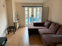 2 bedroom flat in Shacklewell St, London, E2 (2 bed) (#1119363)