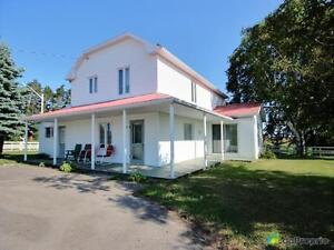 95 000$ - Maison 2 étages à vendre à Chambord