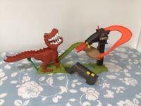 Mattel Hot Wheels x4285 T-Rex Takedown Playset