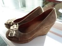 COMFY LEATHER/SUEDE WEDGES BY JONES the Boot maker
