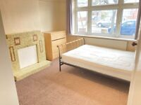 House 4 Bed Bath Shower 2WC Sitting Room Door To Patio Garden Lawn Very Near Tube Bus Shops Park
