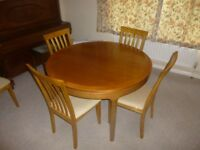 Extendable dining table & 4 chairs. Table nathan brand, circular extends to oblong.