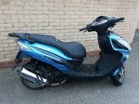 2015 lexmoto fms 125 moped scooter motorbike ready to ride away.