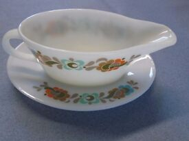 2 X GRAVY/ SAUCE BOATS WITH SAUCERS IN DIFFERENT DESIGNS