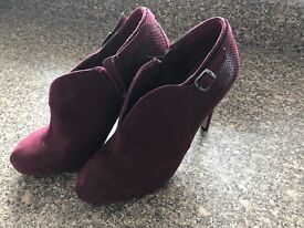 Ladies red shoes size 6, cost £40 never been worn