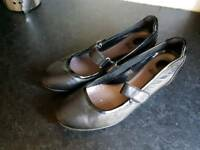 Clarks black leather shoes size 7.5