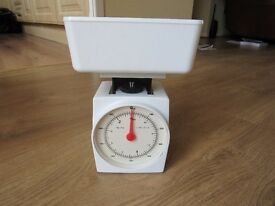 SMALL SET OF 'FOLDAWAY' KITCHEN SCALES