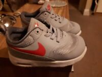Girls size 6.5 (infant) Nike thea trainers (excellent condition)