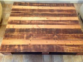 Pallet board table with moveable castors