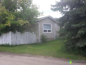 $170,000 - Bungalow for sale in Strathmore