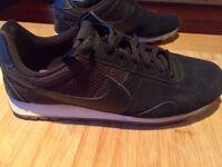 Nike Internationalist (Size 8) Black VGC