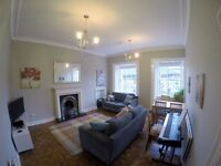 Central 2-bedroom flat - Huge Living room, large kitchen and views of the castle
