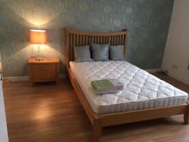 Immaculate ensuite double bedroom available to students and professionals